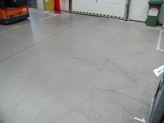 Smršťovací trhliny v betonu