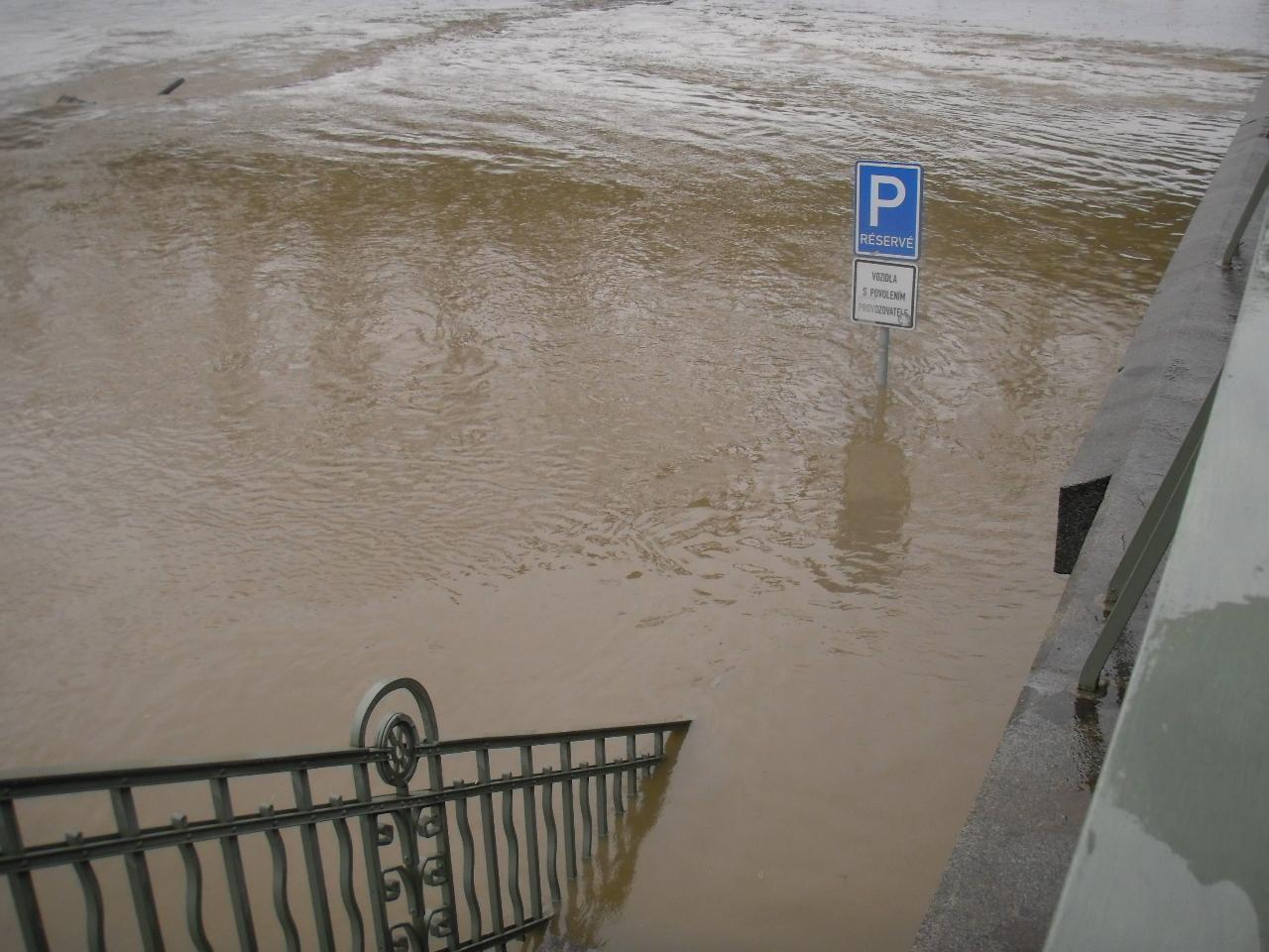 Hlasna A Predpovedni Povodnova Sluzba Pri Povodnich V Roce 1997 A