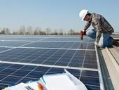 Fotovoltaika na bytovém domě může mít návratnost čtyři roky. Rozšíření ale brání nepřející legislativa